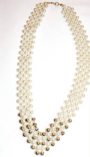 Three strend fake pearl necklace